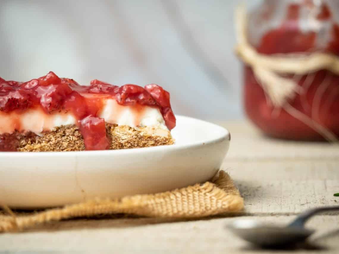 Easy Keto Strawberry Pretzel Dessert