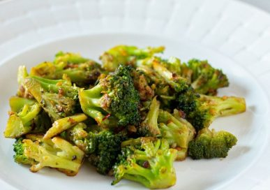 Low-Carb Spicy Roasted Broccoli